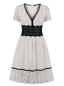 Кружевное винтажное платье 1950-х годов Белое платье с короткими рукавами и V-образным вырезом