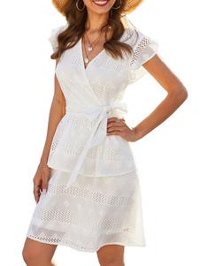فستان صيفي أبيض بياقة V