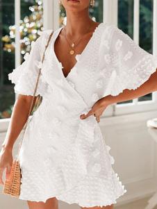 Vestido de verano blanco Vestido de playa de manga corta con cuello en V de flores