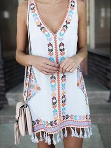 فستان صيفي برقبة على شكل V من البوليستر الأبيض شرابة