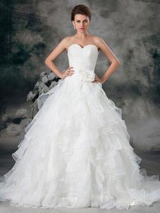 Vestido de boda de organdí de color marfil sin tirantes y con escote de corazón de cola larga