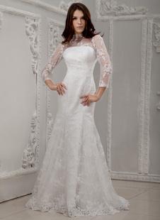 Свадебное платье облегающее с высоким воротником со шлейфом из кружева с кружевом