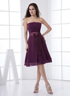 Платье для свидетельницы A-силуэт без бретелек темно-виноградного цвета до колен из шифона с поясом