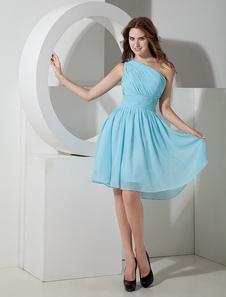 Платье для свидетельницы на одно плечо светло-голубого цвета до колен из шифона с рюшем