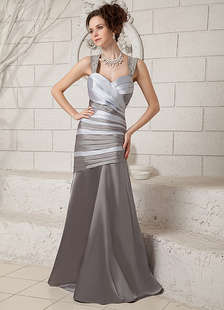 Abito da sera moderno in satin elastico argento con bretelle attillato a terra