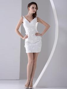 Свадебное платье облегающее с V-декольте короткое из кружева