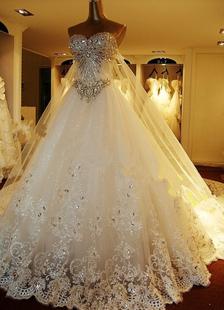 Vestidos De Casamento 2020 Lace Applique Vestido De Noiva Strapless Decote Querida Frisada Catedral Trem Vestido De Casamento