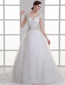 Vestido de noiva marfim linha-A decote V em Organza com detalhes em miçanga nas mangas e na cintura