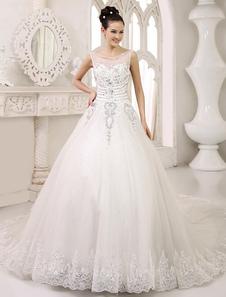 Vestido de noiva marfim linha-A em tule com cauda e aplique de pedras e bordados