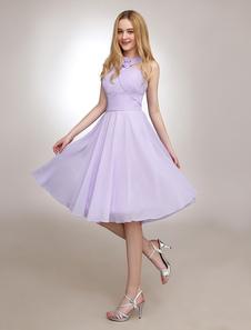 Vestido de damas de honor de chifón de color lila con escote halter con flor hasta la rodilla