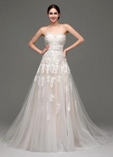 Vestido de novia de tul con escote en corazón