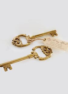 Cuore di bronzo dell'annata chiave favore apribottiglie matrimonio