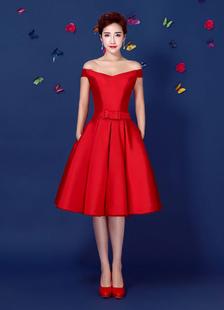 Abito da Cocktail in raso rosso fuori la spalla Homecoming Abito stringato linea ginocchio lunghezza Party Dress con Sash Bow