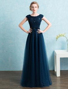 Vestido de noche de color azul marino oscuro sin mangas con escote redondo con cuentas