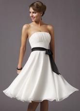 Romantic White Strapless Satin Sash Pleated Bow Chiffon Homecoming Prom Dress
