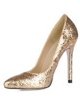 Zapatos brillantes de dorado con punta puntiaguda