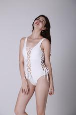 Branco cortado Monokini sensual para mulher