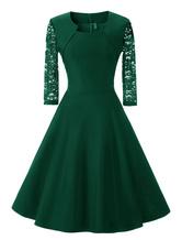 Traditionelles Kleid aus Designender Ausschnitt mit Spitzen