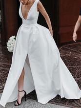 Brautkleider Vintage Satingewebe A-Linie- V-Ausschnitt Elfenbeinfarbe       mit Court-Schleppe natürliche Taillenlinie und Reißverschluss ärmellos