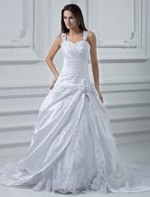 Vestido de novia de satén con escote en corazón y adorno arrugado de cola larga