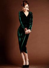 Bainha verde escura bonito vestido de Cocktail de chá-comprimento de veludo com gola v dividir frontal  Vestidos de Convidados para Casamento