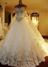 Brautkleider 2021 Spitze Applique Brautkleid trägerloses Herz-Ausschnitt Perlen Kathedrale Zug Brautkleid