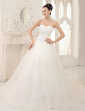 Classic A-line Chapel Train Ivory Lace Wedding Dress For Bride with Sweetheart Neck Tulle
