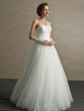 Vestido de novia de tul con escote en corazón y cuentas
