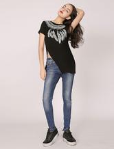 T-shirt da donna high-low nera con spacco laterale e stampa di piuma (Made In Italy)