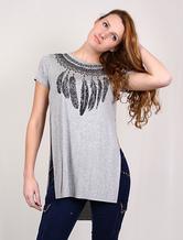 T-shirt da donna high-low grigia con spacco laterale e stampa di piuma (Made In Italy)