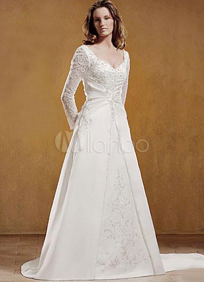 una línea de novia blanco manga larga de raso bordado rebordear
