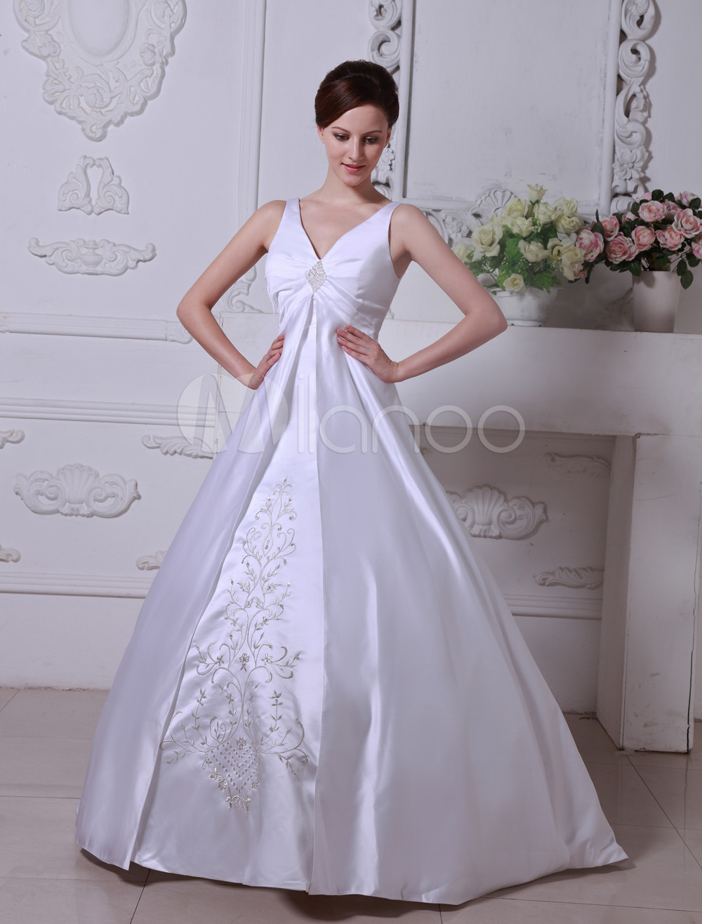 White Wedding Dresses V Neck Satin Bridal Gown A Line Lace Embroidered Beading Pleated Chapel Train Wedding Gown