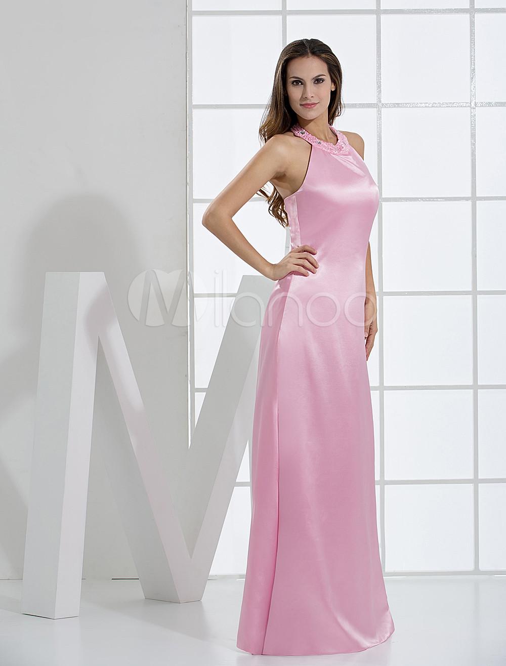 Vestido de noche rosa de satén elástico con escote Halter ajustado ...