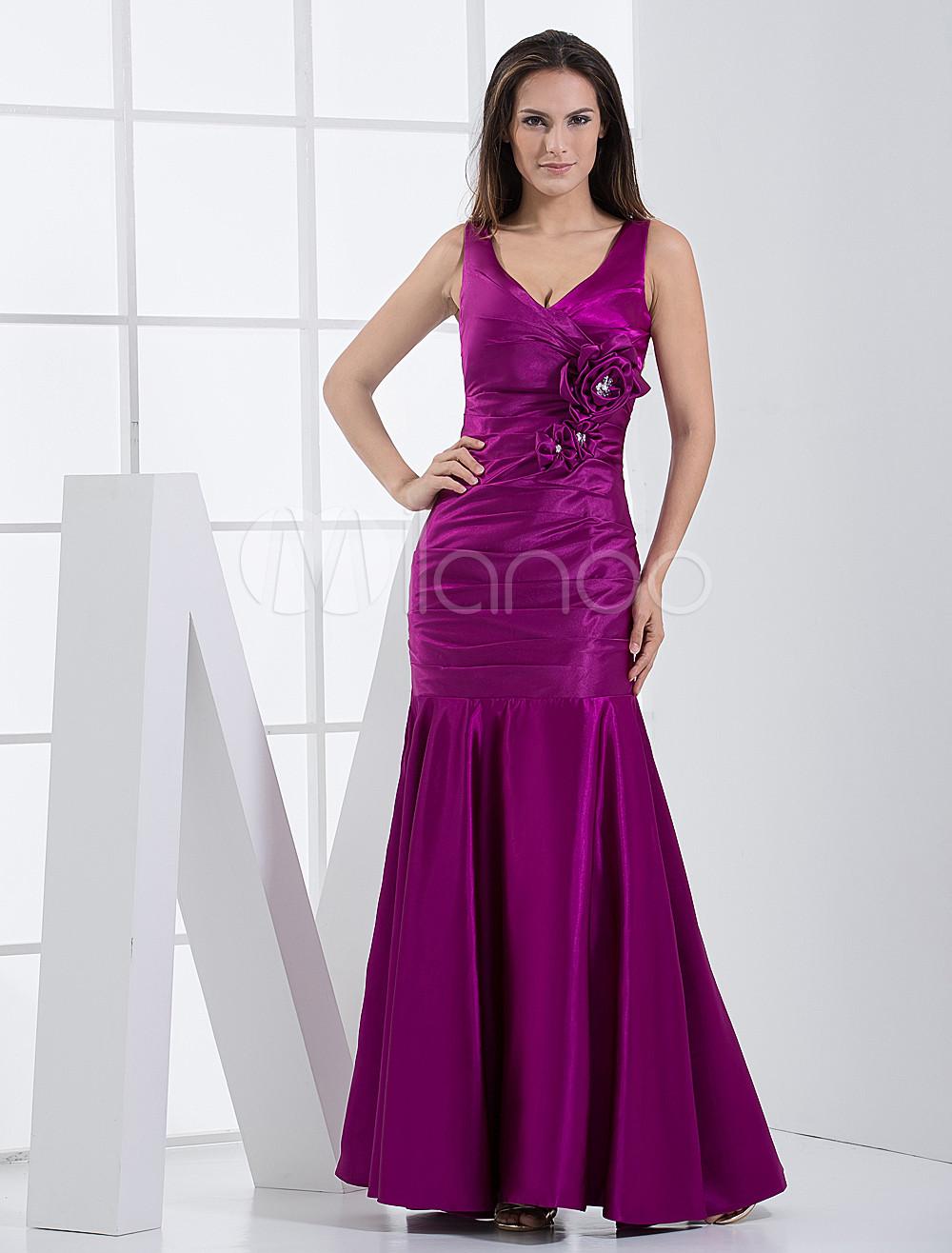 Vestido de damas de honor de color morado de satén elástico ajustado ...