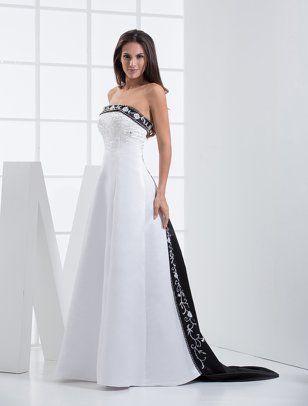 Strapless Wedding Dresses Lace Embroidered Bridal Gown Sweep Train Satin A Line Beading Colored Bridal Dress