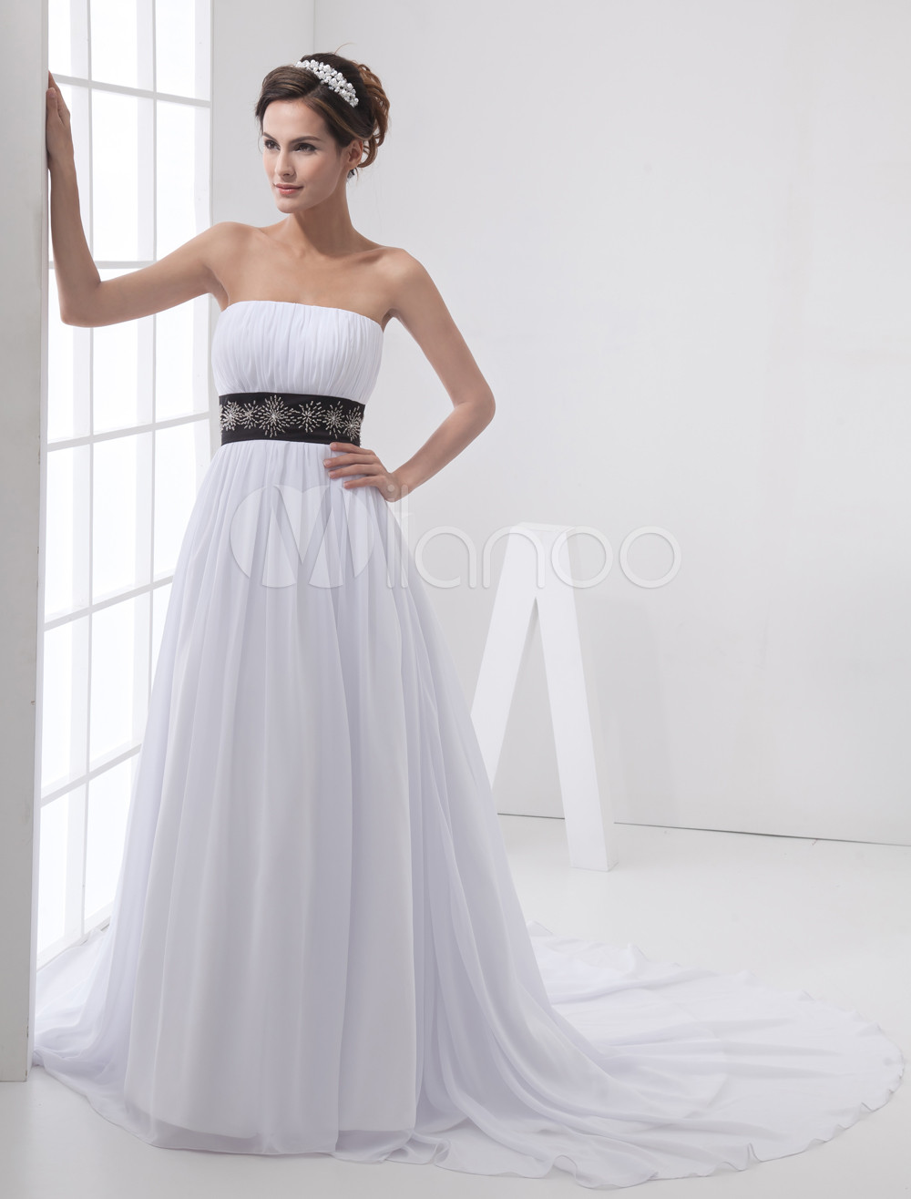 Vestido de novia blanco de tul sin tirantes de cola capilla ...