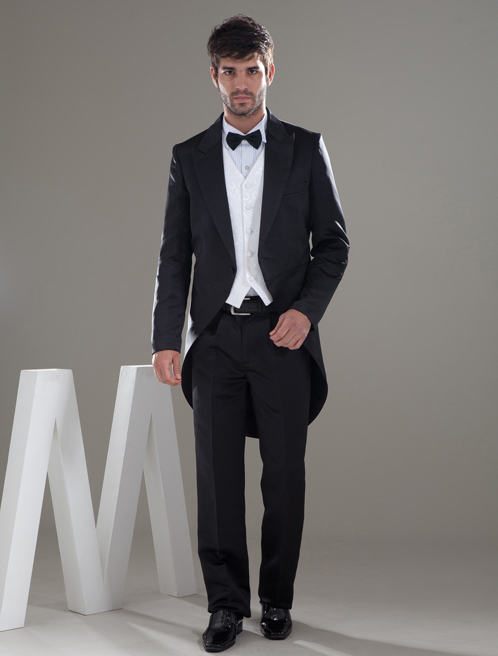 Long Black Single Breasted Button Lapel Worsted Groom Wedding Tuxedo