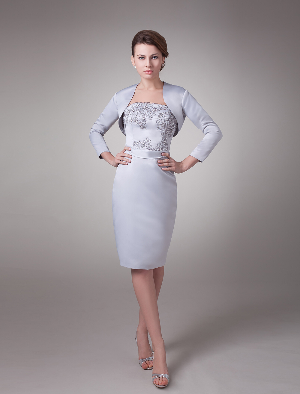 brand new 91eed 9469b Abito per la madre della sposa argento attillato in satin ricamato al  ginocchio Abiti per Ospiti di Matrimonio