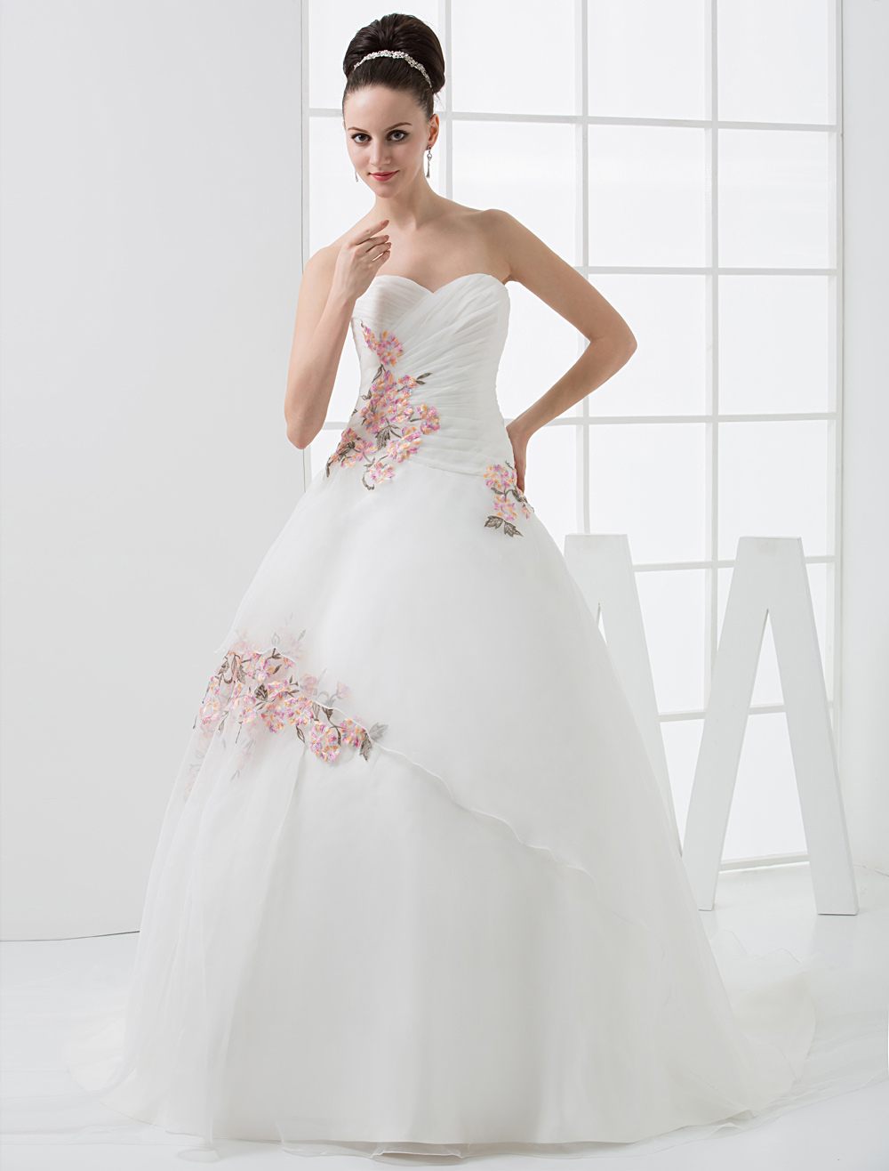 Euro Style A-Line Sweetheart Embroidery Beading Satin Wedding Dress