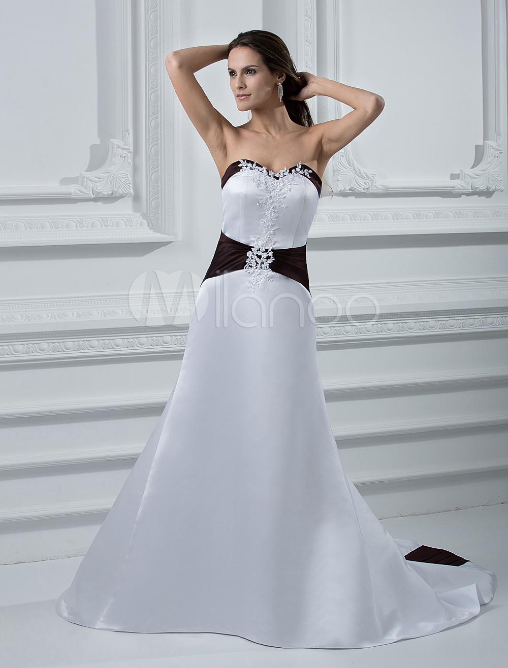 2a16e9428 Vestido de novia de satén con escote en corazón y aplicación de cola ...
