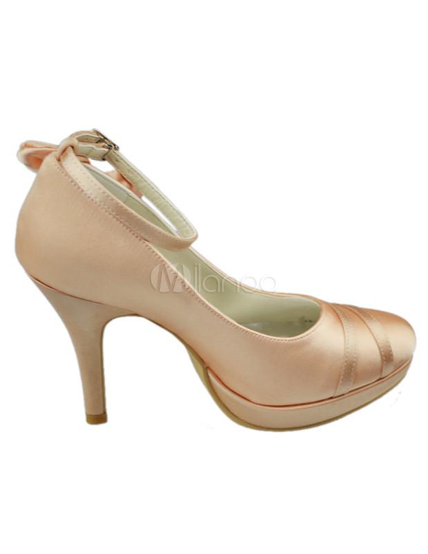 zapatos de novia de satén de color champaña con lazo de tacón alto