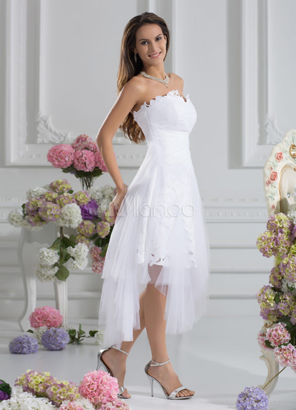 Vestido de novia de tul blanco sin tirantes de cola asimétrico ...