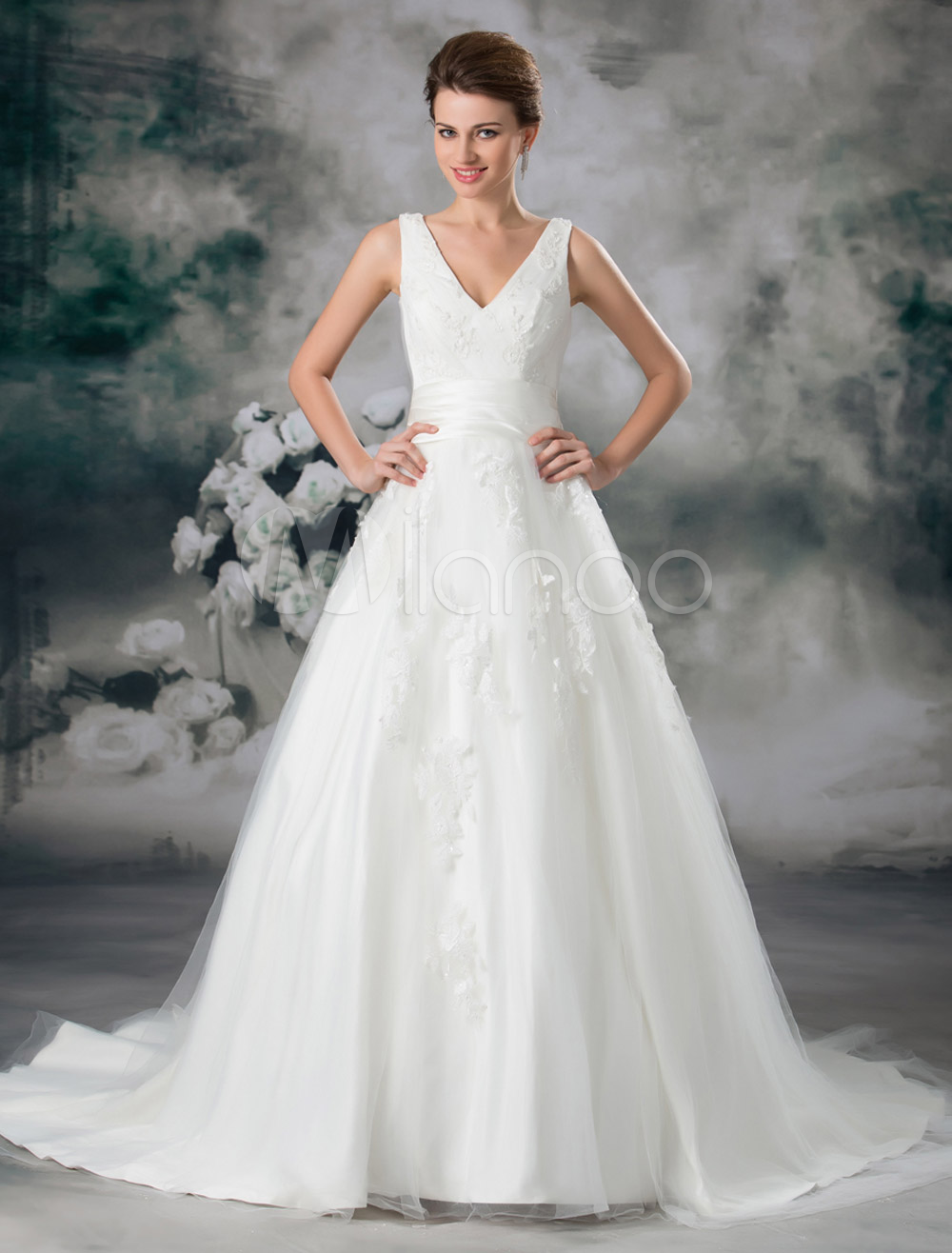 Classic Ivory Ball Gown V-Neck Beading Tulle Bridal Wedding Gown with Off-The-Shoulder Design