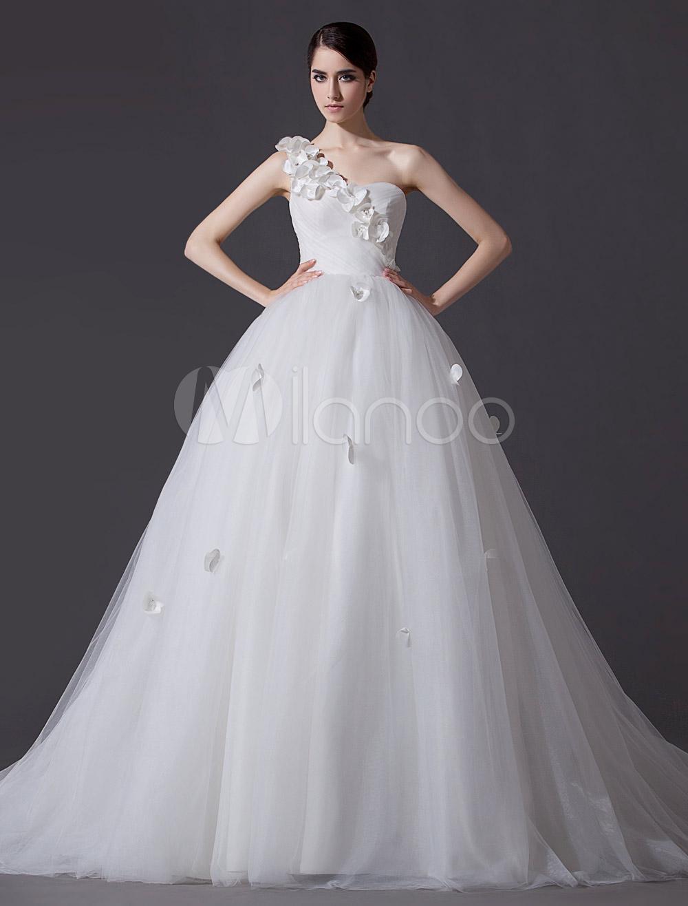 Ethereal Ivory A-line One-Shoulder Flower Wedding Dress