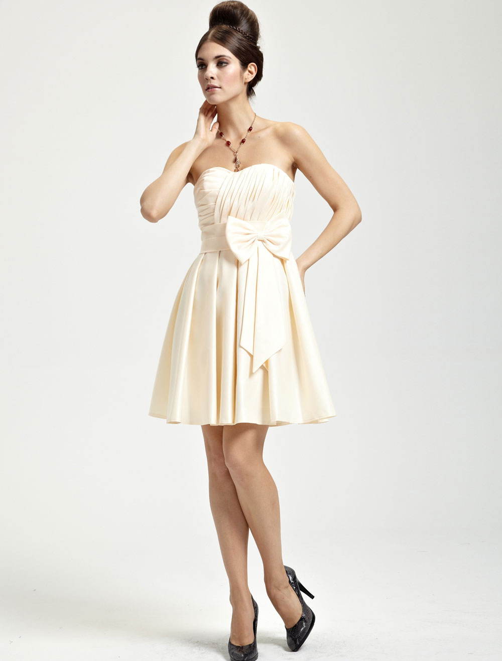 Buy Gold Champagne Satin Bow Sweetheart Short Bridesmaid Dress for $80.51 in Milanoo store