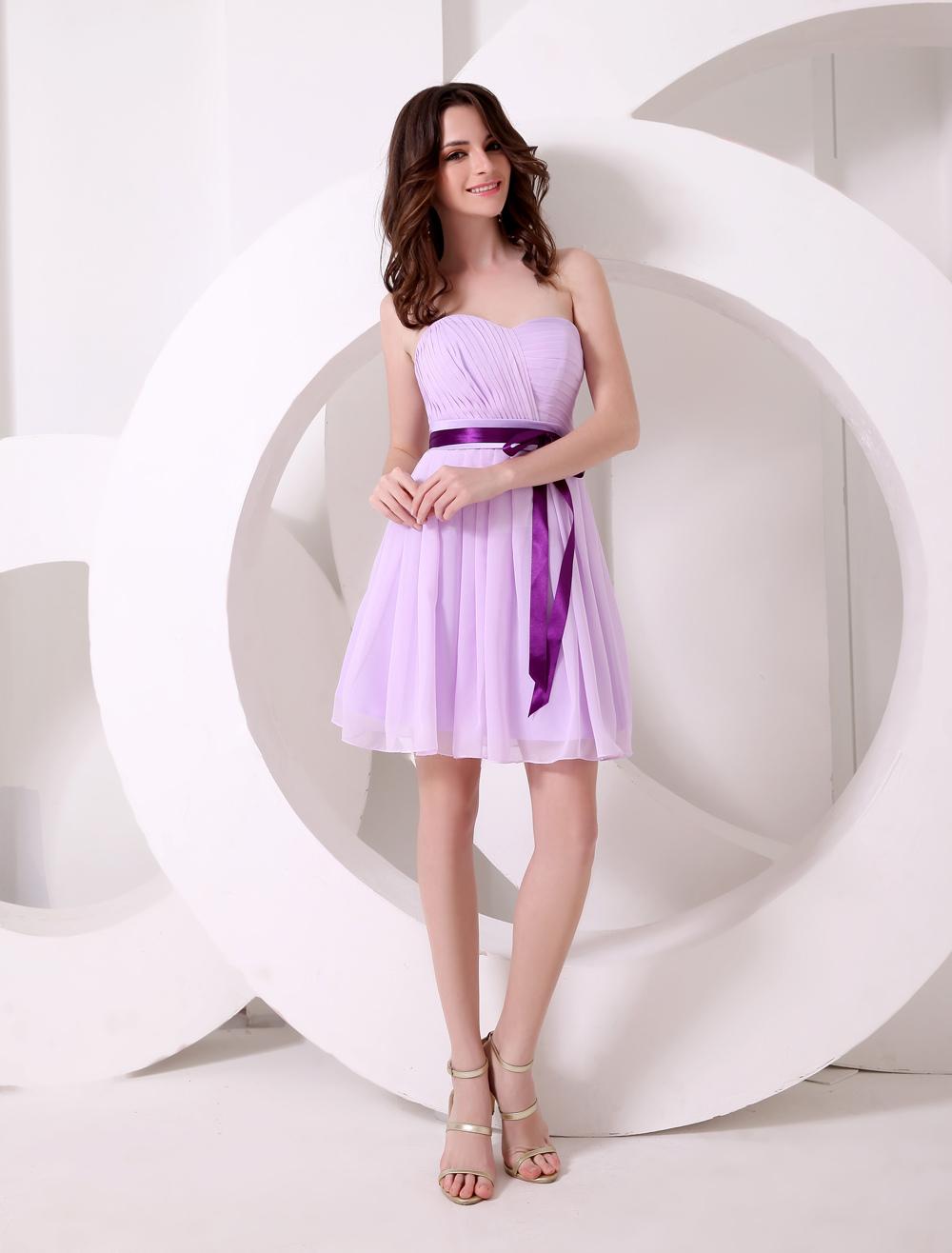 dfb3b413b Vestido de cóctel de gasa de color lavanda con escote de corazón y ...