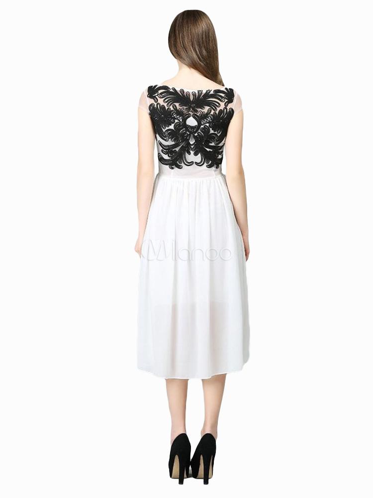 robe longue en chiffon moulant avec applique. Black Bedroom Furniture Sets. Home Design Ideas