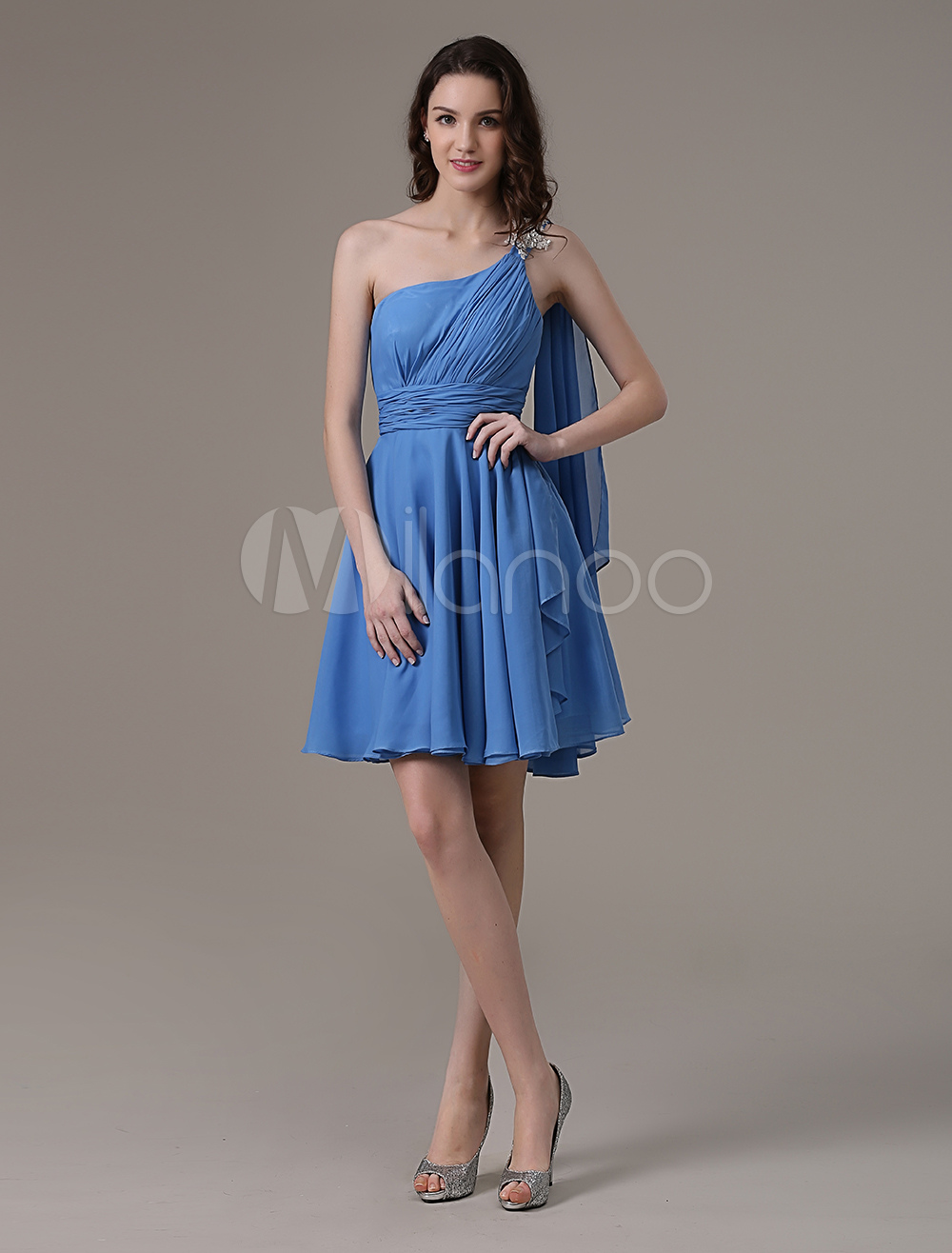 Blaue Schulter geraffte Kleid mit Rhinestone Applique und Streamer ...
