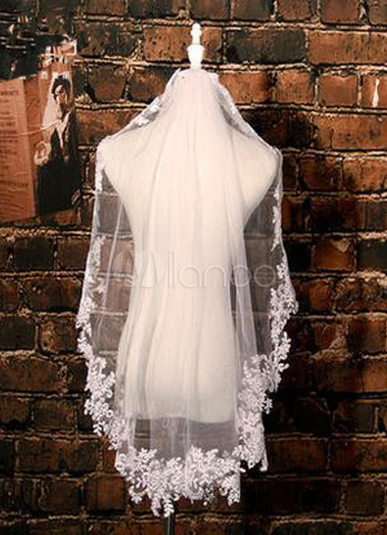 Tulle Wedding Veils Fingertip Lace Applique Edge Drop Shape One-Tiered Bridal Veils With Comb (140*80cm)
