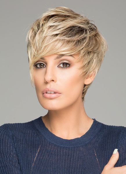 Trendy Short Hair Wigs Women's Layered Straight Synthetic Wigs In Flaxen